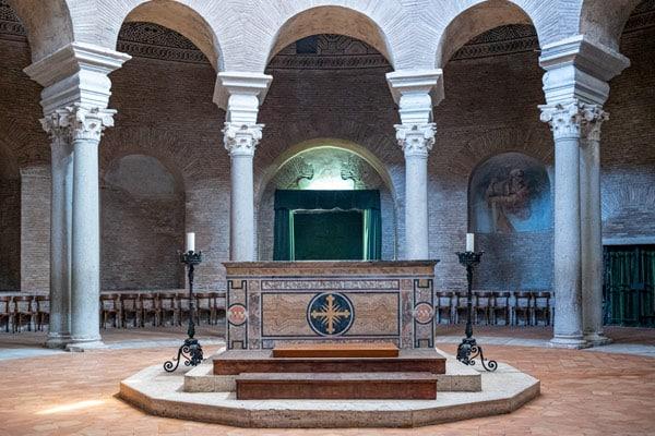 Алтарь мавзолей святой Констанции в Риме