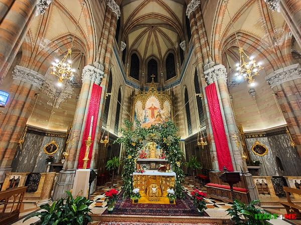 Главный алтарь церковь Святого Сердца Иисуса в Прати
