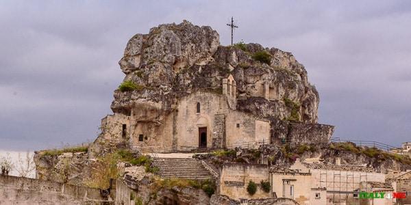 скальная церковь Санта-Мария-де-Идрис в Матере XII век
