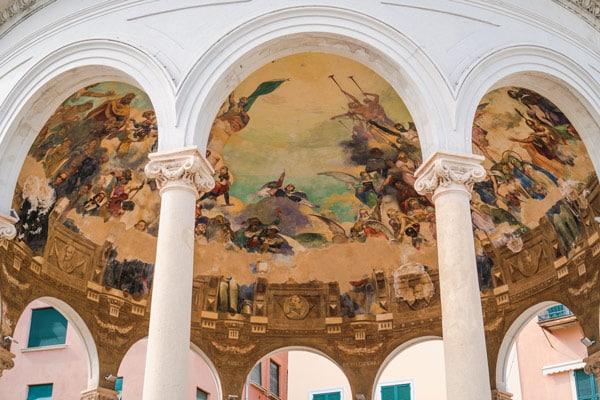 фрески Джованни Грифо музыкальный киоск в Рапалло