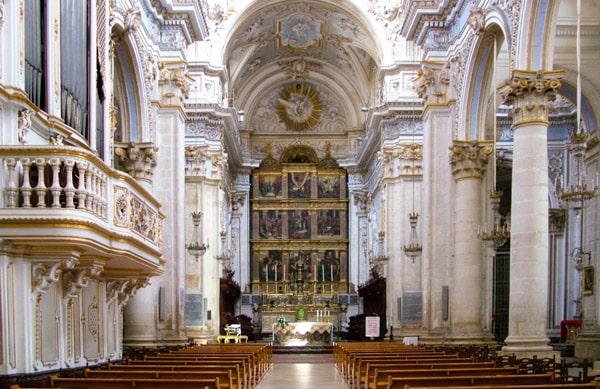 Интерьер собора святого Георгия в Модике