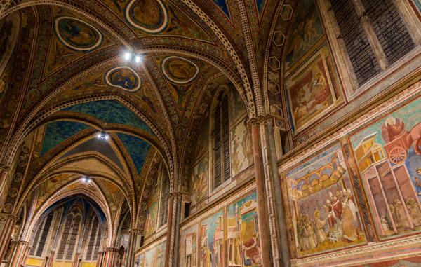 Фрески Джотто на правой стене в базилике святого Франциска в Ассизи