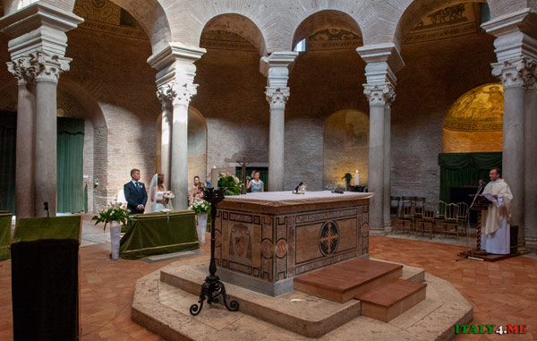 Церемония венчания в мавзолее Констанции Рим