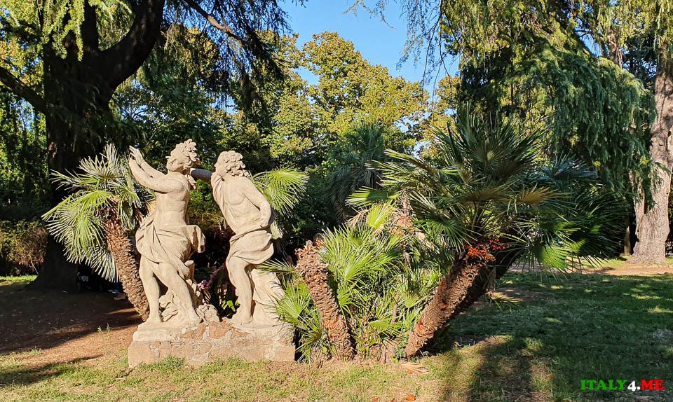 скульптура Аполлон и Дафна в парке вилла Шарра Рим XVIII век