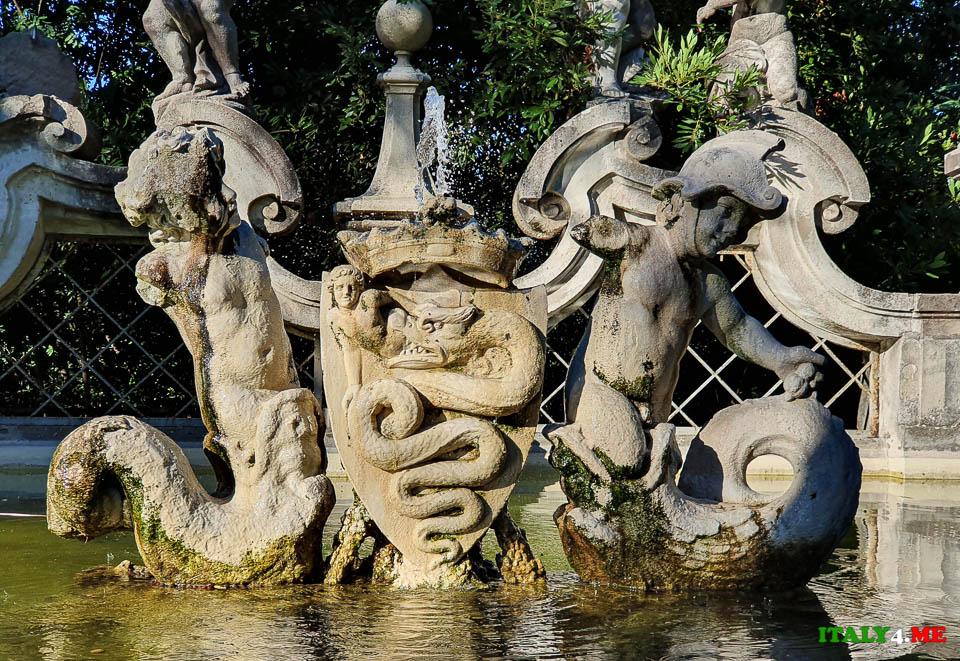 фамильный герб Висконти на фонтане Путти вилла Шарра в Риме
