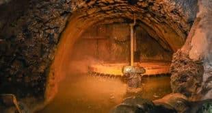 Водяная мельница и музей в пещере Испики