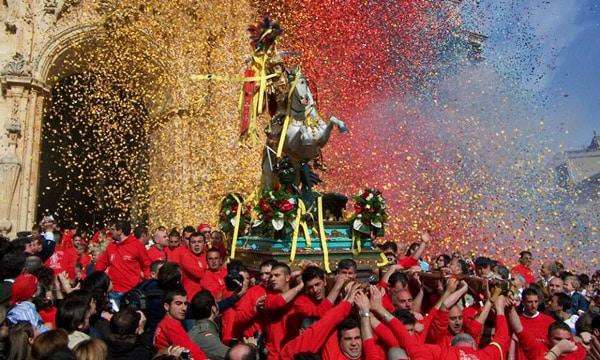 конная статуя Сан-Джорджо праздник святого 23 апреля Модика