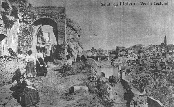 Переселение жителей Сасси в современные районы Матеры