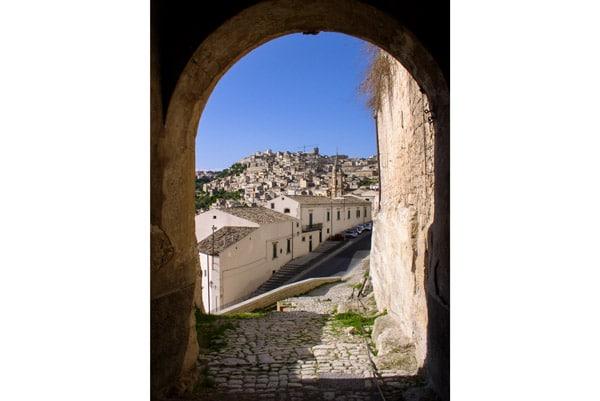 Вход в замок Модика