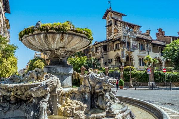 Фонтан Лягушек (Fontana delle Rane) в квартале Коппеде Рим