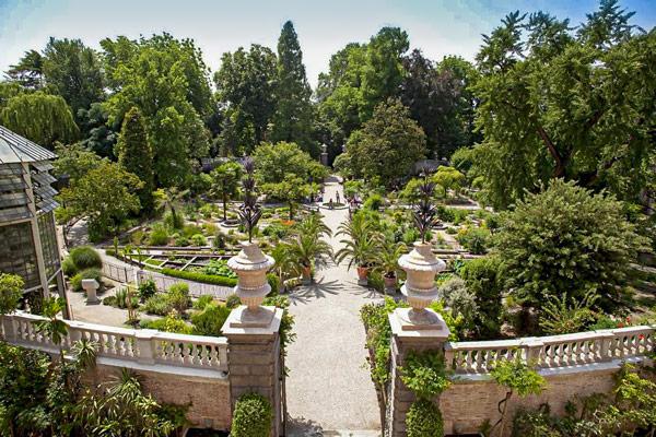 Ботанический сад в Падуе защитная стена вокруг клумб