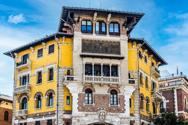 Дворец Паука (Palazzo del Ragno) в квартале Коппеде Рим
