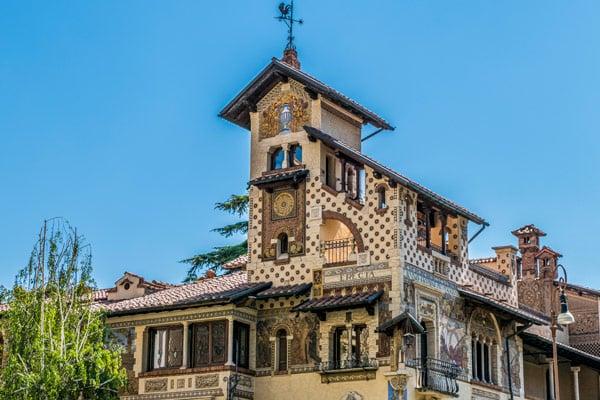 Домик Фей (Villini delle Fate) в квартале Коппеде Рим