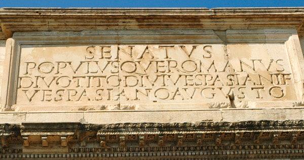Надпись на арке Тита в Риме