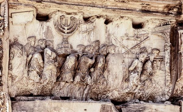 Триумфальное шествие барельеф на арке Тита в Риме