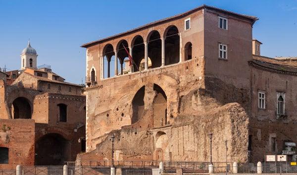 Дома рыцарей Родоса рядом с форумом Августа в Риме