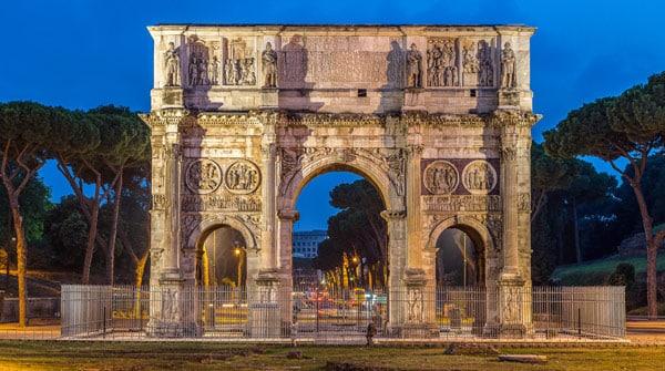 Триумфальная арка Константина в Риме три пролёта архитектурные особенности