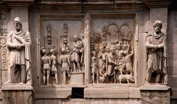 Скульптуры даков на арке Константина в Риме