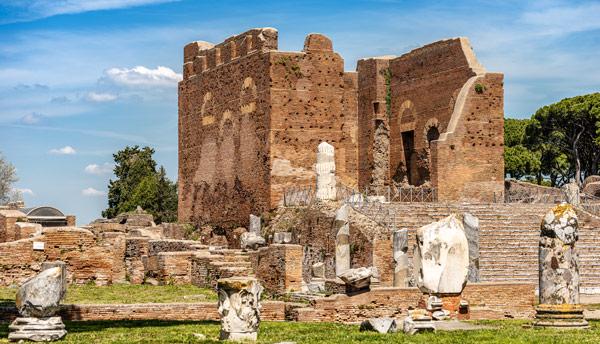 Храм Капитолий достопримечательность в Древней Остии (Ostia Antica)