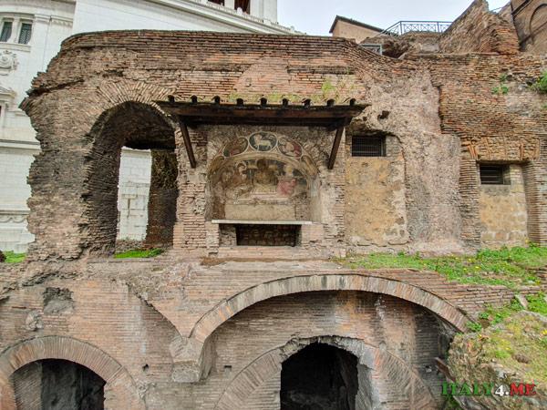 Церковь в стенах инсулы Арачели в Риме