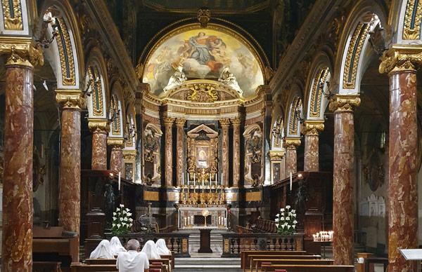 Церковь Санта-Мария-ин-Виа-Лата в Риме на виа дель Корсо