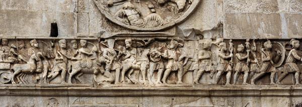 Барельеф на фризе арки Константина в Риме