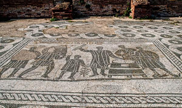 Мозаика на полу дома в Остия Антика
