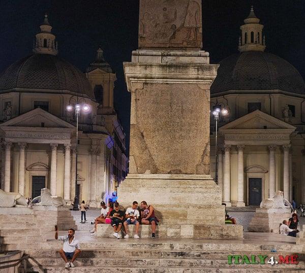 церкви-близнецы на площади Пьяцца-дель-Пополо в Риме начало улицы виа дель Корсо