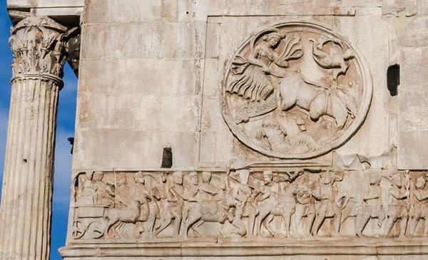 барельеф тондо на боковой стороне арки Константина в Риме