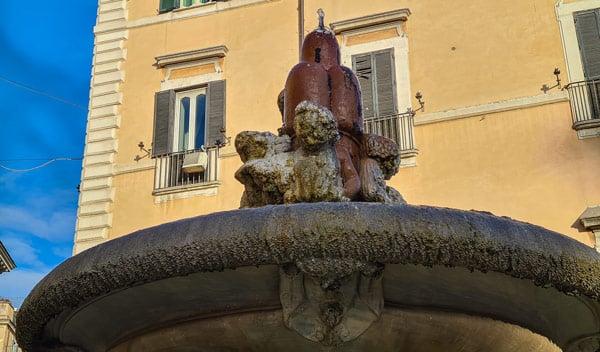 трёхвершинный холм – геральдический знак папы Александра VII фонтан Арачели в Риме
