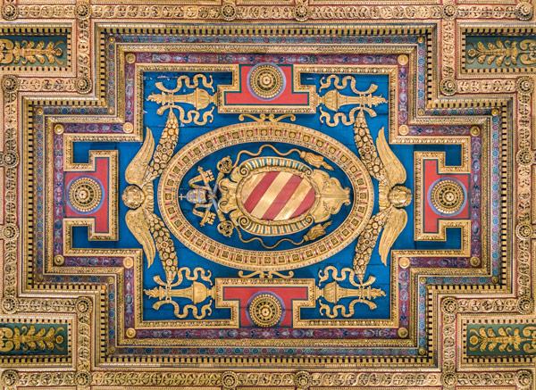 Герб папы римского Пия V на потолке базилики Санта Мария ин Арачелли Рим