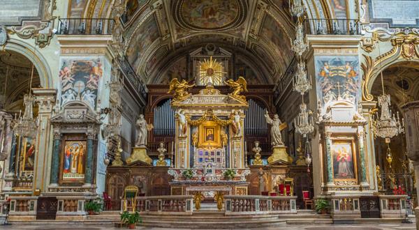 Главный алтарь базилики Санта-Мария ин Арачели Рим