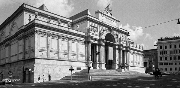 Дворец Выставок (Palazzo delle Esposizioni) на Via Nazionale в Риме район Монти