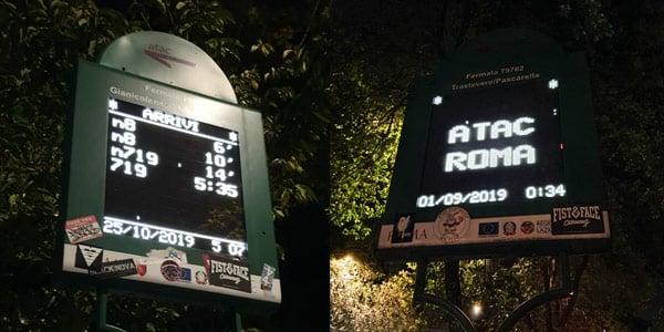 Табло с расписанием движения автобусов в Риме