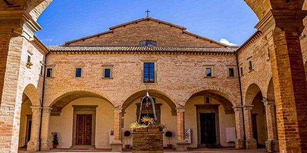 Базилика святого Убальдо в городе Губбио Умбрия
