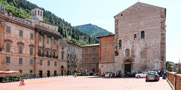главная площадь города Губбио Умбрия