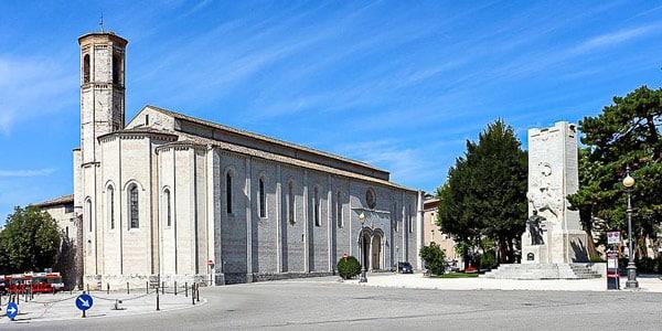Церковь Святого Франциска в городе Губбио Умбрия