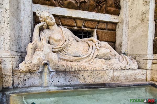 Статуя богини Дианы на площади четырёх фонтанов в Риме