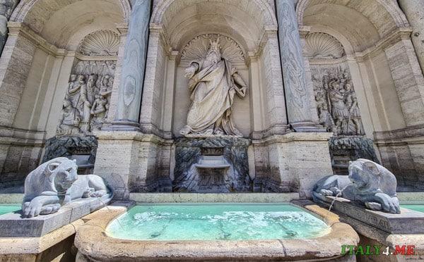 мраморные фигуры львов на фонтане Аква Феличе в Риме