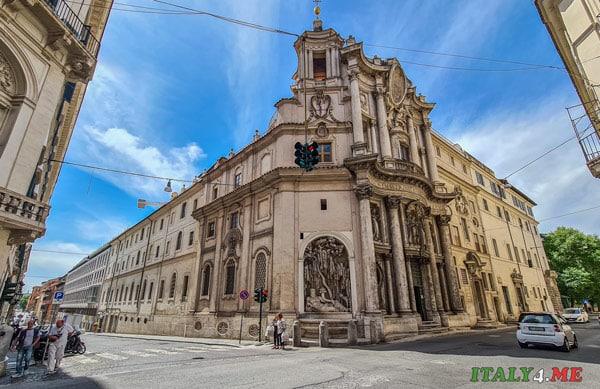 церковь Сан-Карло-алле-Куатро-Фонтане в Риме вид снаружи