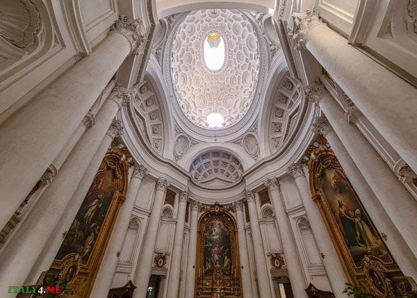 Интерьер церкви Сан-Карло-алле-Куатро-Фонтане в Риме